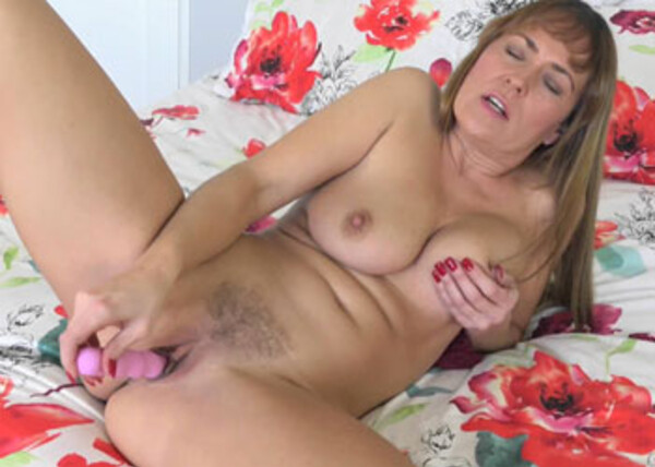 Elexis Monroe uses a toy on her hot muff